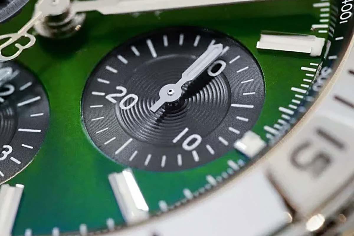 GF厂复刻版百年灵机械计时B01系列绿色表盘腕表做工细节如何
