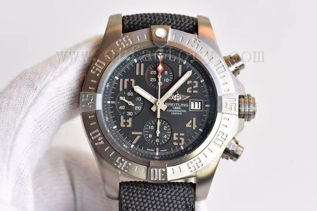 GF厂百年灵复仇者战机E1338310钛金属计时腕表评测,腕上战机