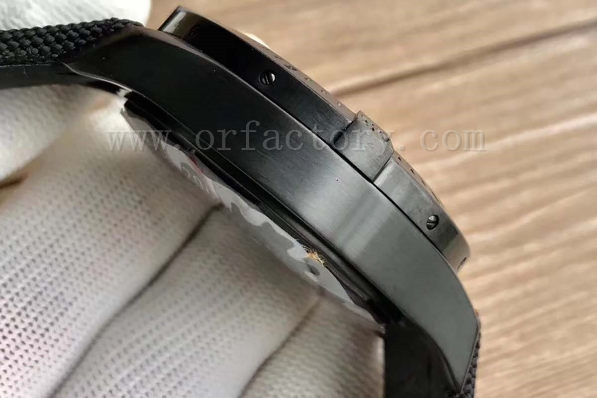 GF厂百年灵挑战者M1338810黑钢腕表详细评测