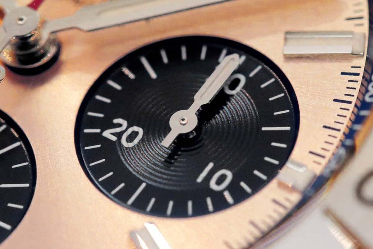 GF厂复刻还原的机械计时B01计时铜色表盘做工细节究竟如何-品鉴GF厂百年灵