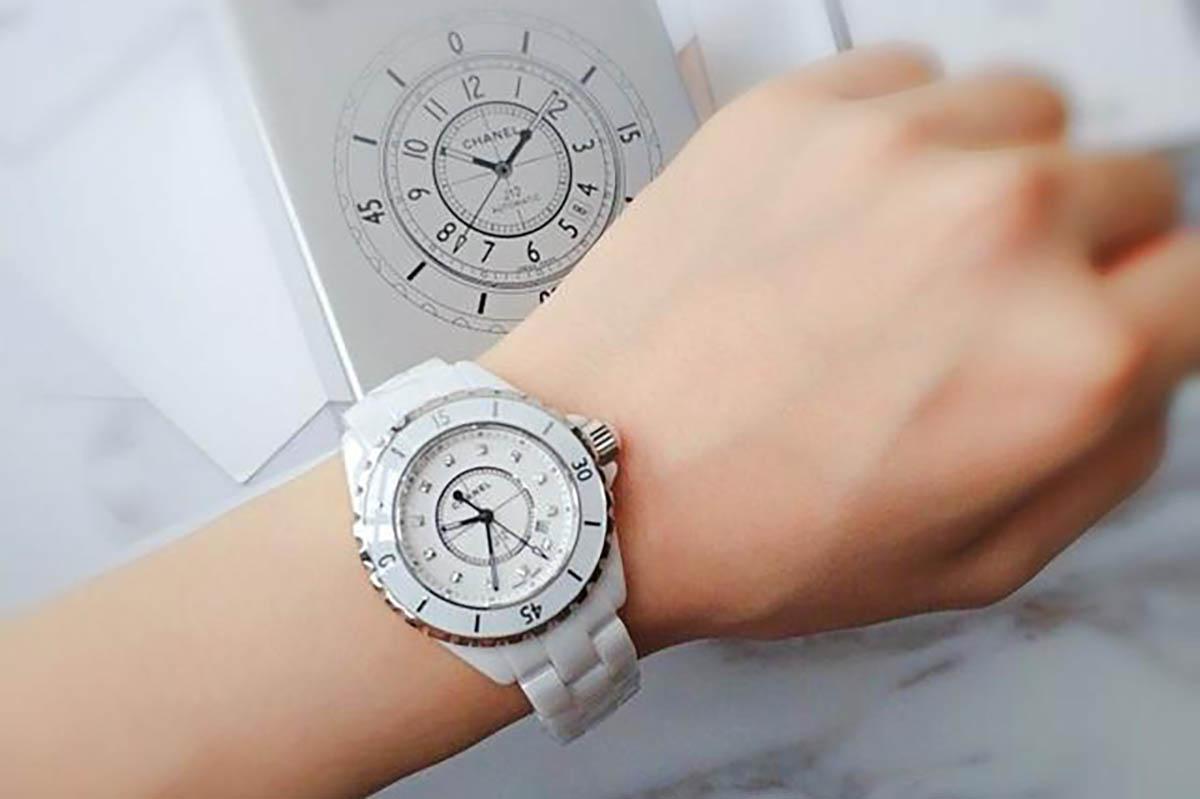 女士腕表佩戴那个手腕比较好-注重美感与佩戴方法